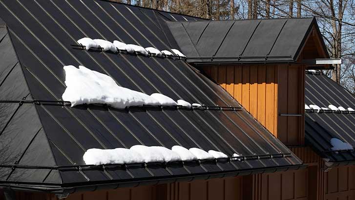 learn useful metal roof maintenance tips in winter